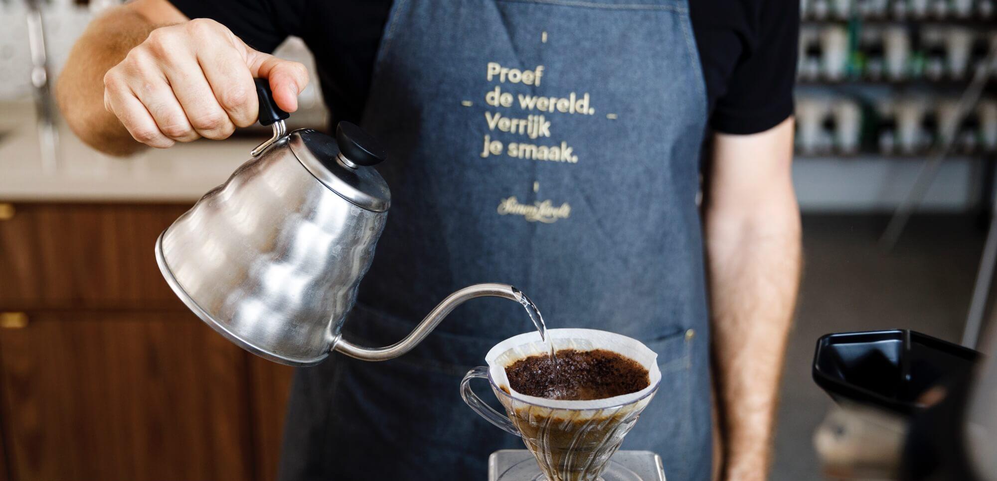 simon-levelt-koffie-schenken